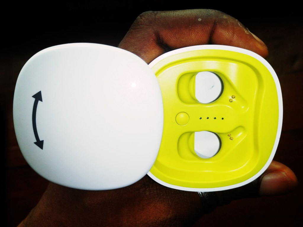 SZWYOR A2 TWS Earbuds charging case