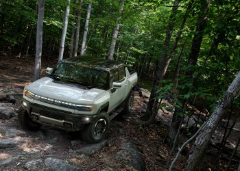 GMC Hummer EV 2022 is built for off-road usage