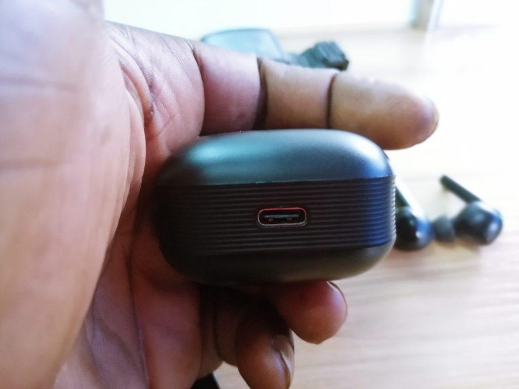 Havit TW918 uses USB Type-C