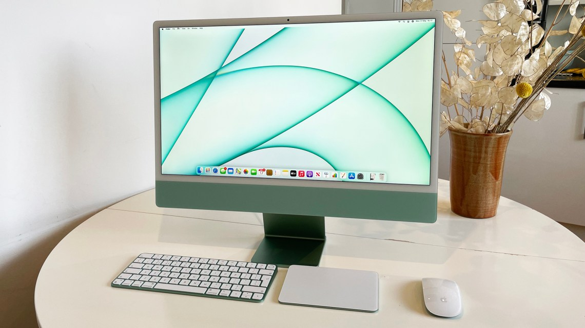 2021 iMac 24 with the new keyboard design and tiny mouse