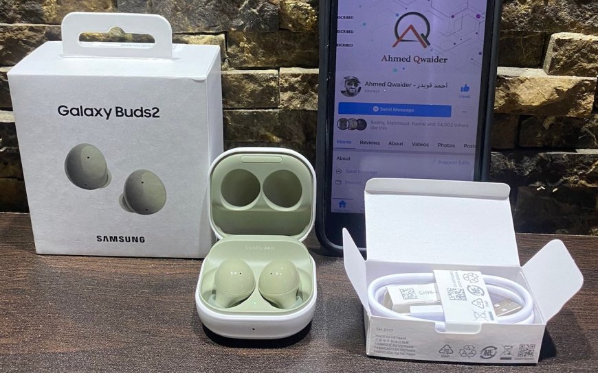 The olive color of the Galaxy Buds 2