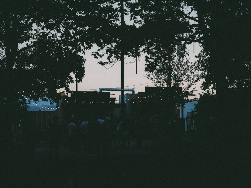 bar at waterfront sessions, spruce street harbor park, philly | brunch at audrey's