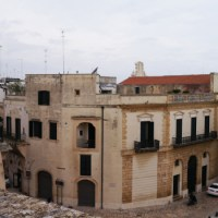 Prime indagini sull'architettura civile in Brindisi dal Medioevo alla fine del Settecento