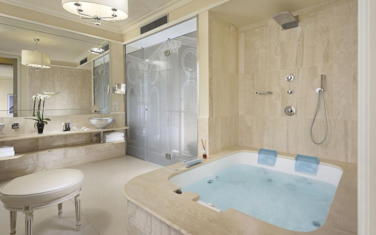Suite with private Jacuzzi in Florence Italy