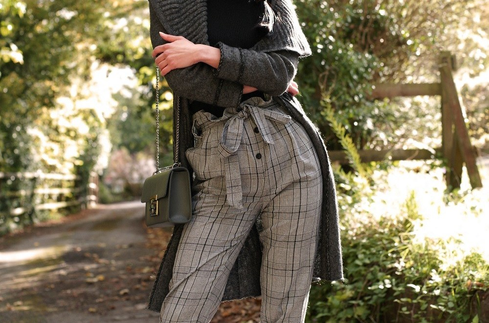 Brunette on Demand Wearing Checked Pattern Trousers With Style