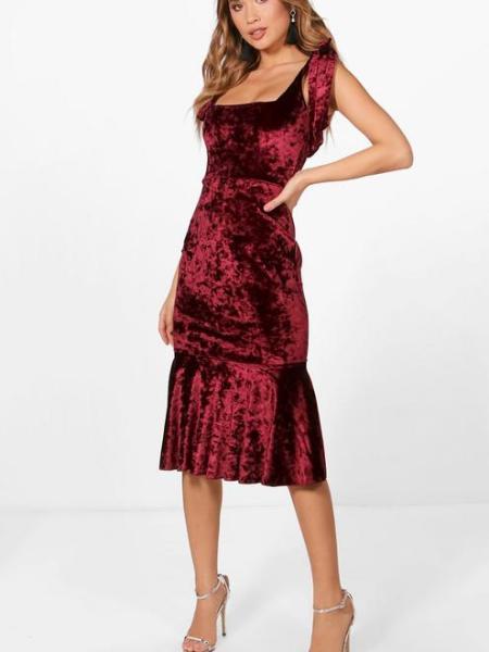 Brunette on Demand New Year's Eve Outfit Ideas Velvet