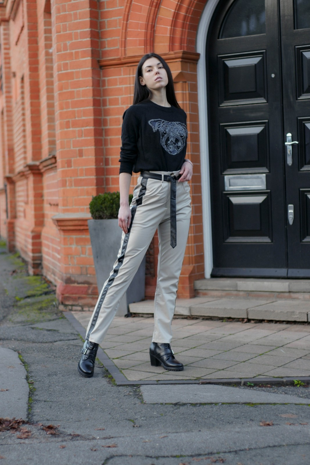 Why-Leather-Pants-Are-Still-In-Style-And-You-Should-Get-A-Pair-6