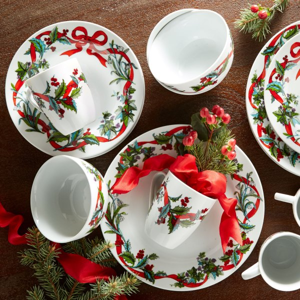 16-pc. Christmas Dinnerware Set Size