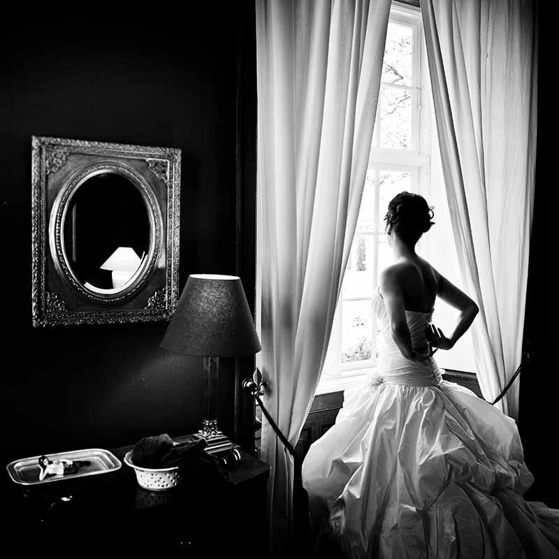 Ofte er bryllupsfotografen med under hele brylluppet