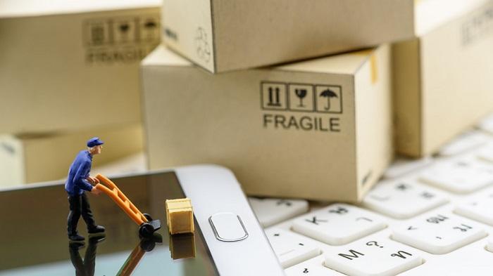 Tracking-the-E-commerce-Boom-002