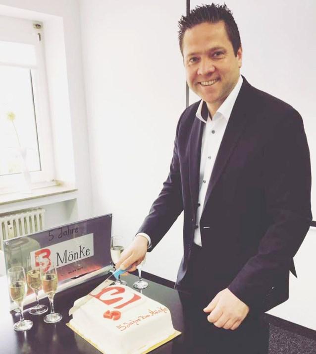 Michael Mönke von BS Mönke freut sich und feiert sein fünfjähriges Firmenjubiläum