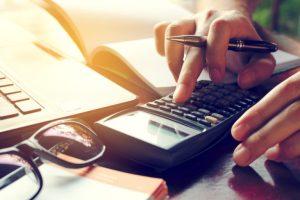 ¿Se ajusta el costo de ventas en una no perfeccionada?