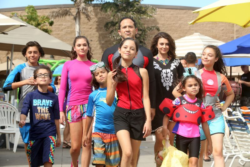 Stuck In The Waterpark The Movie Quot Disney Channel Ariana