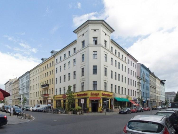 la facciata del bar Stiege a Oranienstrasse 47 ancora identica
