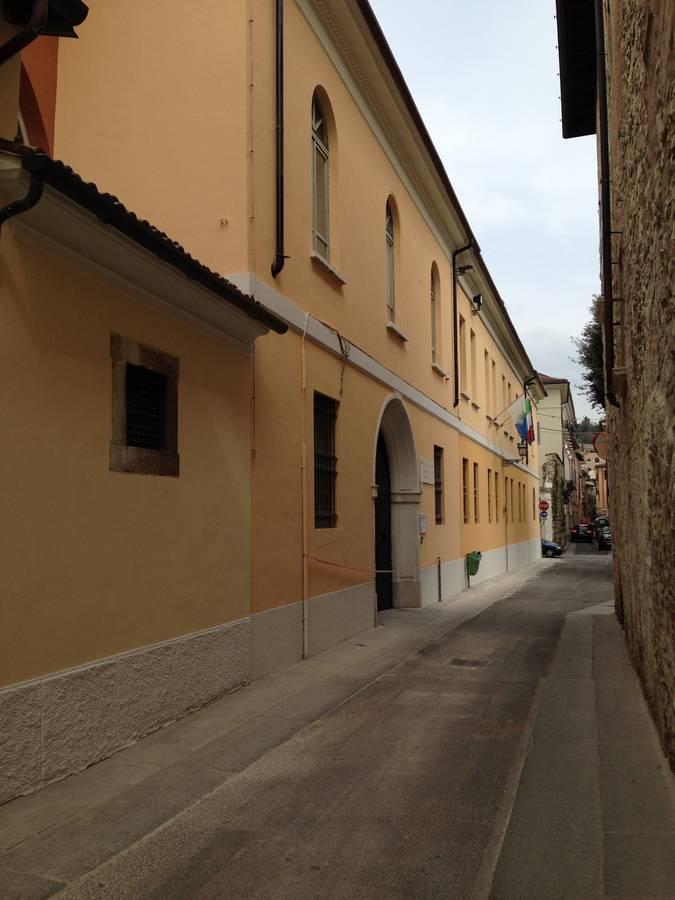 La facciata dell'istituto V. Gambara di Brescia