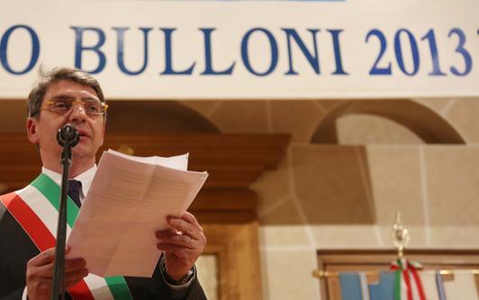 Il sindaco di Brescia Adriano Paroli durante la cerimonia del Premio Bulloni 2013
