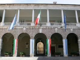 Sede della Provincia di Brescia e della prefettura.