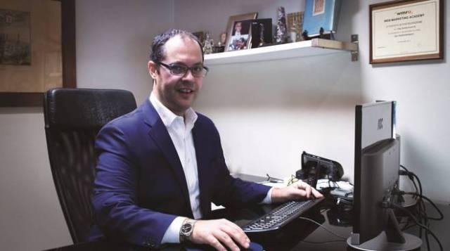 Davide Corna, Valeo studio