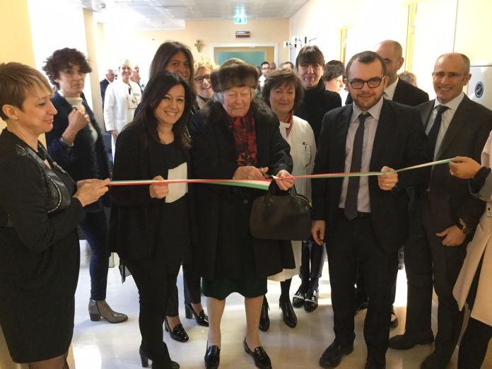 Inaugurazione Breast Unit del Civile. Tengono il nastro l'assessore regionale Simona Bordonali e il presidente della Commissione Sanità Fabio Rolfi - www.bsnews.it