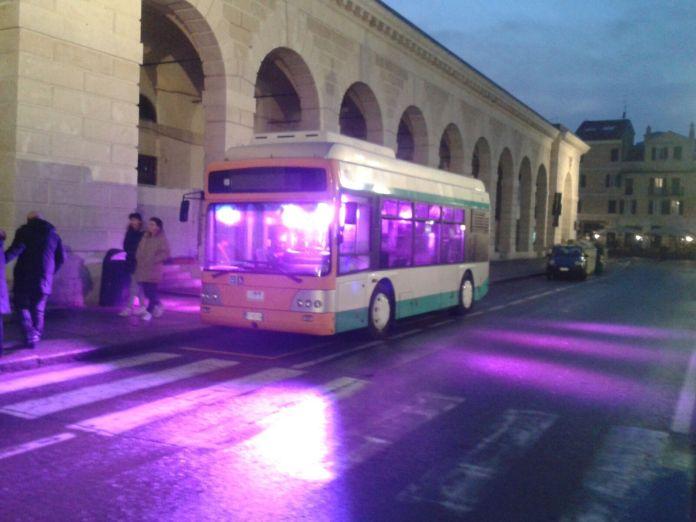 Festival delle luci CidneOn, l'anticipazione: un bus luminoso illumina la città di Brescia - www.bsnews.it