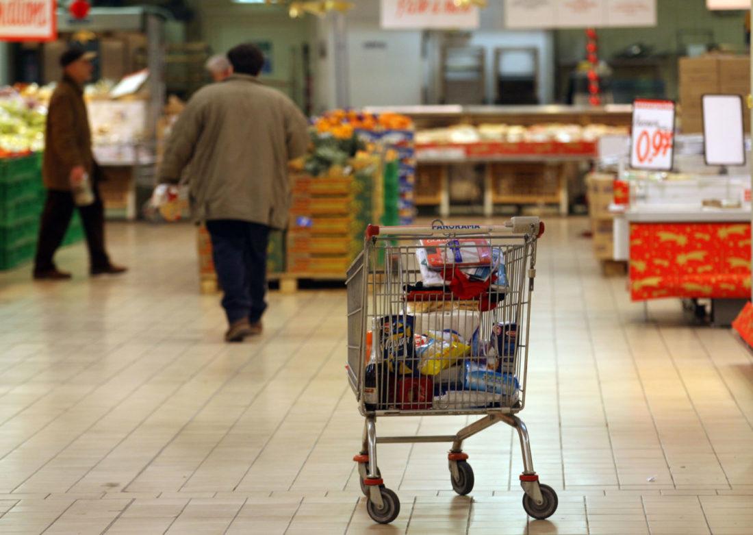 In marzo frena l'inflazione (+0,5%). Ma volano i prezzi degli alimentari (+1,6%)