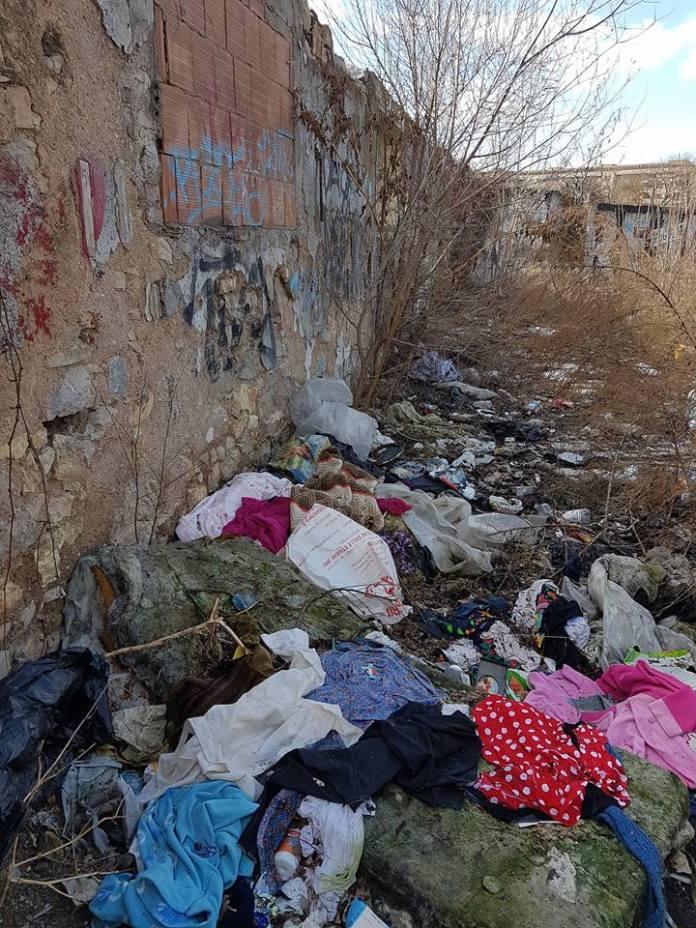 Sporcizia e degrado tra via Sardegna e via Malta, foto Daniela Conte da Facebook - www.bsnews.it