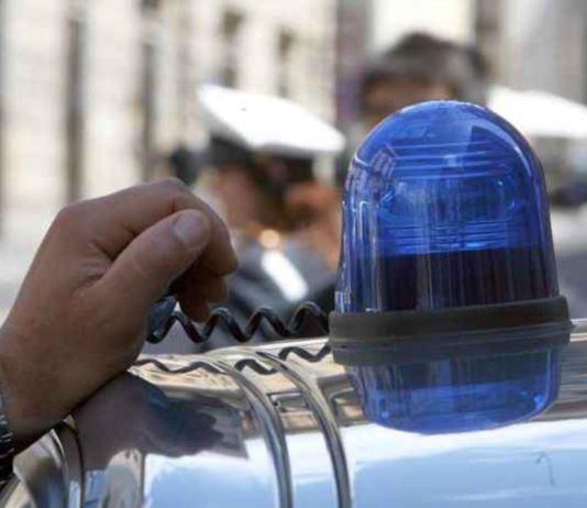Lampeggianti auto: polizia, vigili, carabinieri, finanza, sirene, lampeggiante