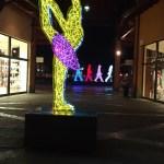 Un'installazione di Marco Lodola al Franciacorta Outlet Village di Rodengo Saiano (Brescia), foto Andrea Tortelli - www.bsnews.it