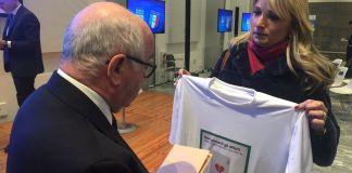 Beccalossi consegna la maglia contro la ludopatia al presidente Figc Tavecchio. - www.bsnews.it