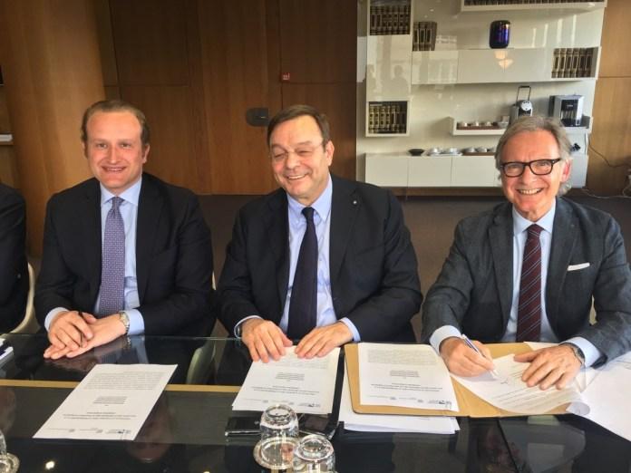 La firma dell'accordo tra le associazioni confindustriali di Brescia, Cremona e Mantova, www.bsnews.it