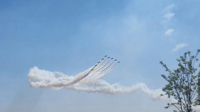 Le frecce tricolore volteggiano sui cieli di Ghedi, foto Alessandro Bandera, www.bsnews.it