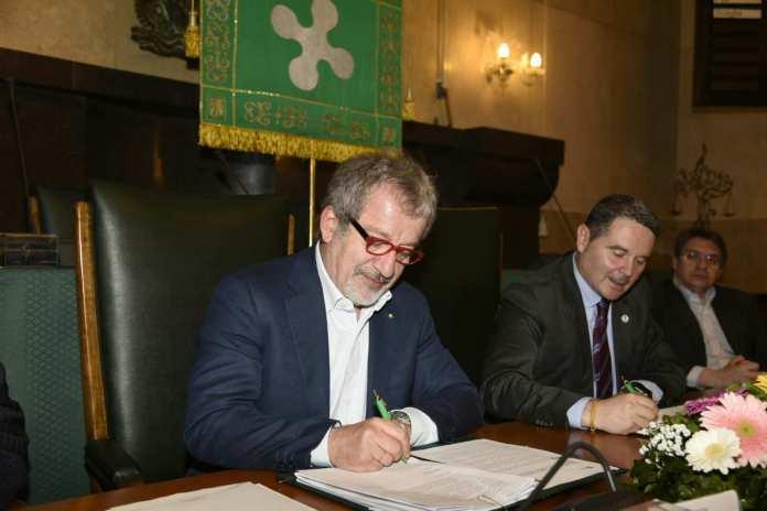 Roberto Maroni e Pier Luigi Mottinelli, foto da ufficio stampa, www.bsnews.it