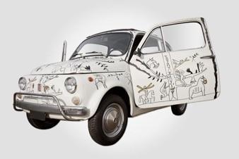 500 PALADINO, Mimmo paladino, 1993, automobile dipinta dall'artista, Lunghezza 2970 mm, Larghezza 1320 mm, Altezza1320 mm, peso 470/530 kg, foto da ufficio stampa