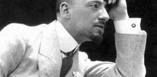 Il poeta Gabriele D'Annunzio, di casa al Vittoriale di Gardone Riviera