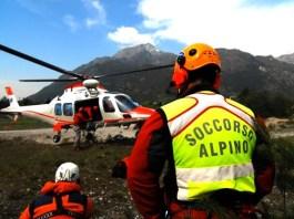 Gli uomini del Soccorso Alpino al lavoro - www.bsnews.it