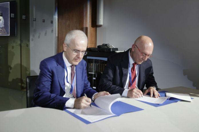 Firma Presidente A2A Giovanni Valotti e Segretario generale dell'Anci Lombardia Pierattilio Superti