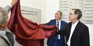 L'assessore regionale Gallera scopre la targa dedicata all'ex magistrato Barcella all'ospedale di Chiari, foto Regione Lombardia
