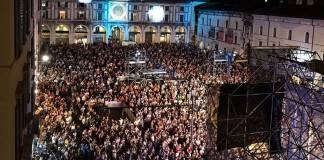 Il pubblico in Piazza Loggia durante il Radio Bruno Estate