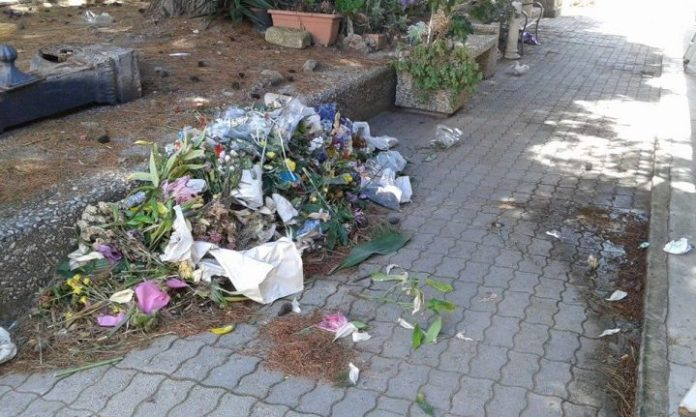 Troppa puzza al cimitero, secondo il sindaco la colpa è dei fiori (foto da web)