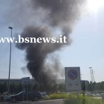 Auto in fiamme lungo l'autostrada A4, all'altezza di Brescia Centro, foto BsNews.it