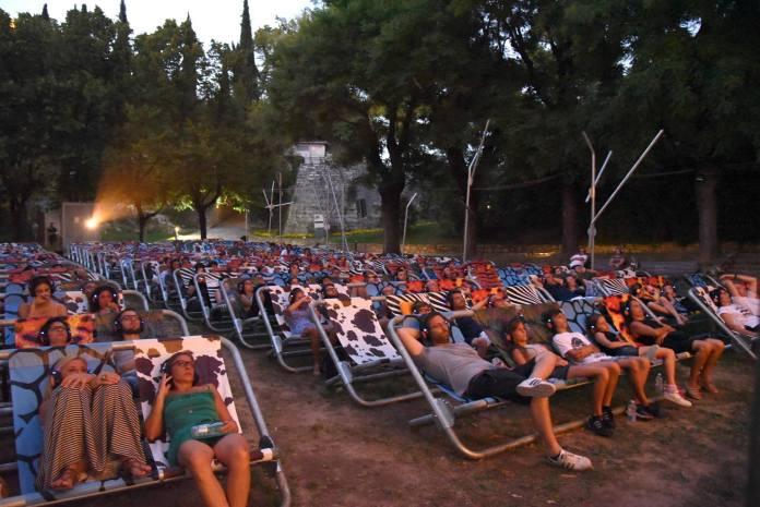 Il giardino dell'Eden, cinema all'aperto in Castello a Brescia sulle curiose poltrone dell'allestimento, foto da Comune di Brescia