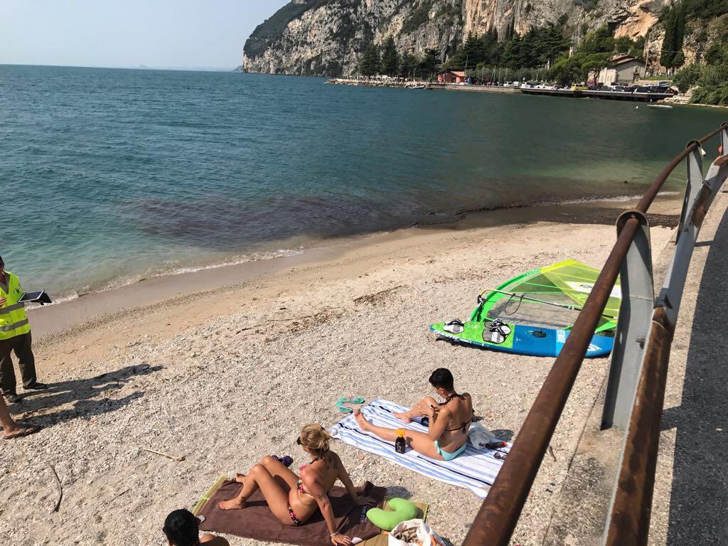 Lago di Garda, si ribalta una barca: una persona dispersa