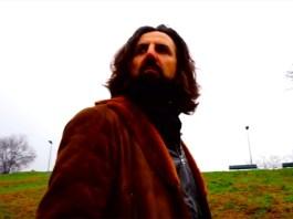 Omar Pedrini in un frame del video della canzone scritta da Noel Gallagher, foto da YouTube