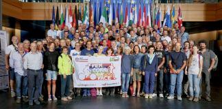 Il gruppo dei sostenitori e dei promotori dell'iniziativa promossa dalle Acli bresciane, foto da Facebook