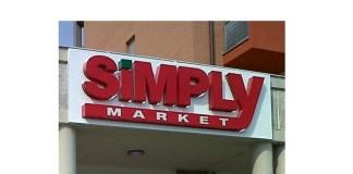 L'insegna di un supermercato Simply / Auchan