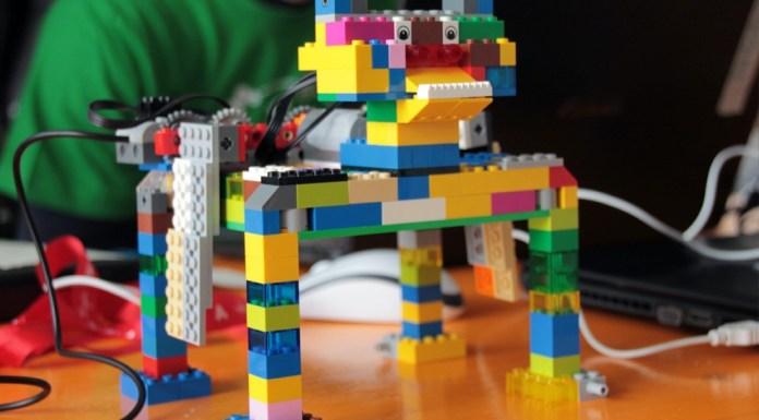 Dreampuzzle offre corsi per costruire robot con i Lego