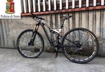 Una delle due biciclette rubate a Brescia