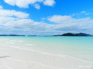 """""""Whitsunday Islands: le circa cento isole che compongono questo gruppo sono forse le più belle dei paradisi tropicali del Queensland. Verdissime, coperte di fitta vegetazione incontaminata e orlate di coralli. E' probabile che Whitsunday Island, la più grande del gruppo, conservi ancora l'aspetto di quando Cook le passò accanto nel 1770. Non ha stazioni turistiche ma solo foreste tropicali, calette e l'incontaminata Whiteheaven Beach, tra le dieci spiaggie più belle del mondo."""" National Geographic - Un salto in Australia, mostra fotografica di un viaggio on the road dei bresciani Patrizia Pietropaolo e Matteo Beschi"""