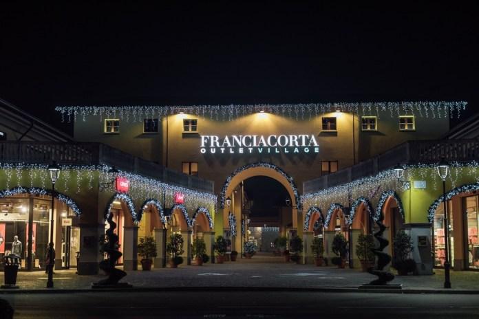 L'Outet Franciacorta illuminato per Natale