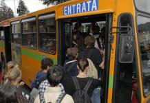 Brescia, un autobus affollato